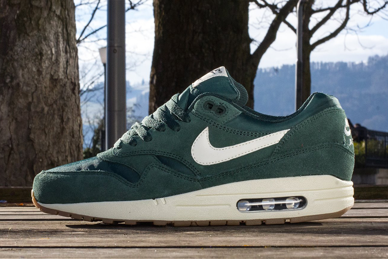 5559924c8df1 ... where to buy nike sportswear 2014 spring air max 1 essential trapped  magazine cd16c a6c27