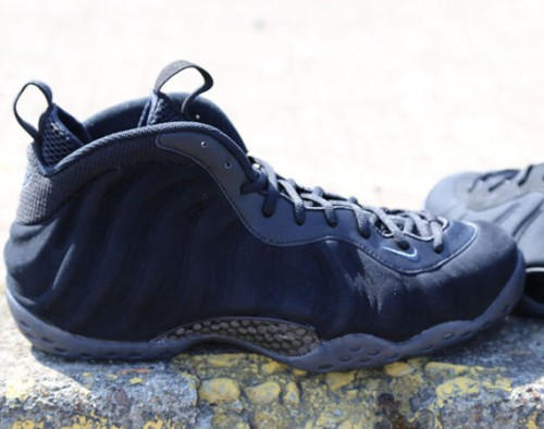 nike-air-foamposite-one-black-suede-0