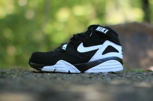 nike-air-trainer-max-91-black-white-02-570x379