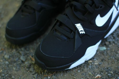 nike-air-trainer-max-91-black-white-06-570x379