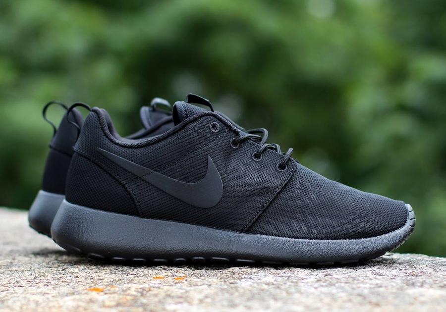 Nike Roshe Exécuté Triple Chanteur Noir Uk grand escompte coût de réduction sortie footlocker Finishline OVtCCamd