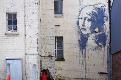 banksy-proves-he-hasnt-been-arrested-puts-up-new-piece-in-bristol-02-960x640